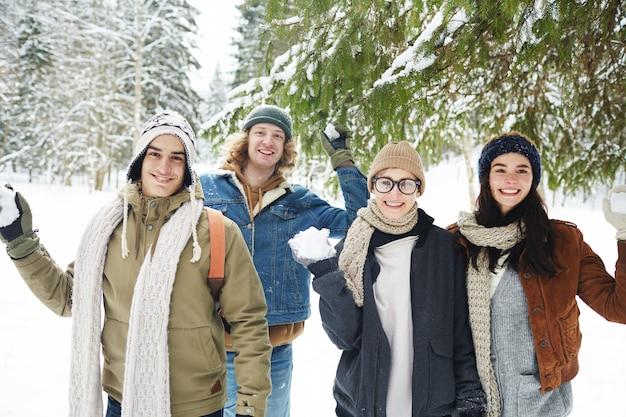 Снежок в зимнем лесу Бесплатные Фотографии