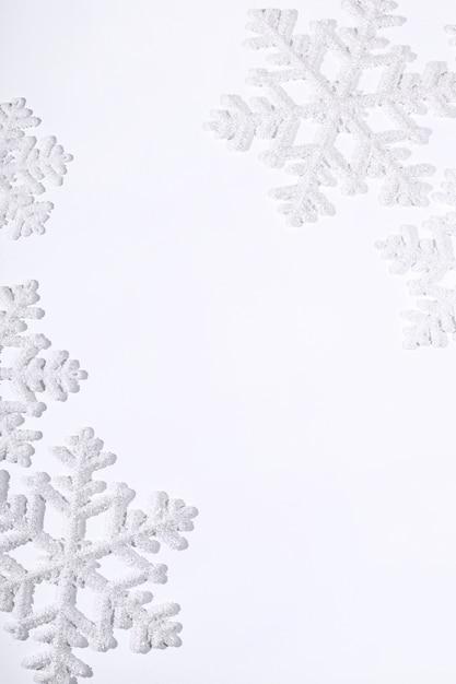 Снежинки на белой поверхности Бесплатные Фотографии