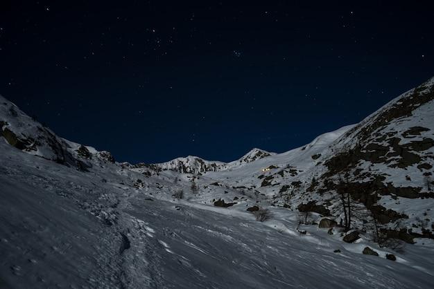 Snowy slopes illuminated by the moonlight Premium Photo