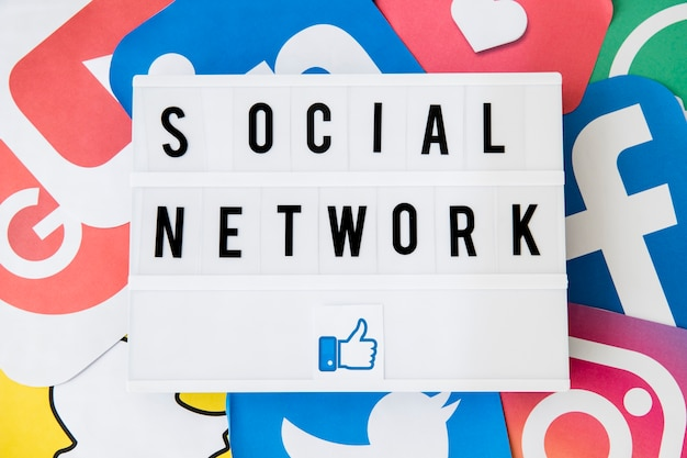 Social network text with like icon Free Photo