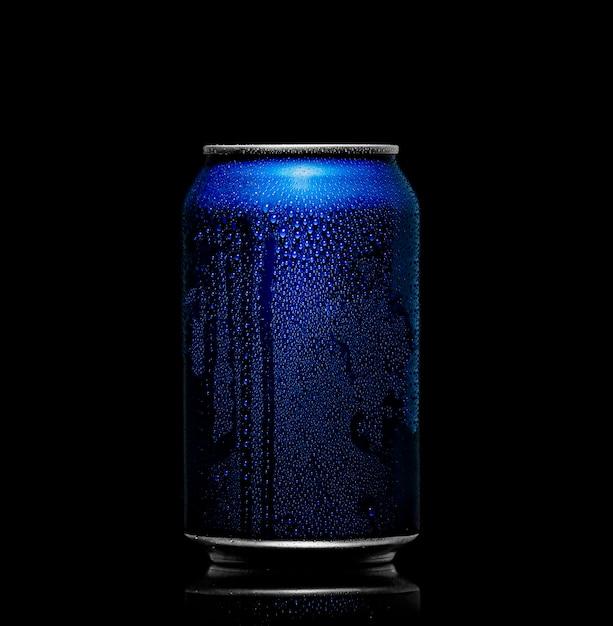Сода может с каплями воды Premium Фотографии