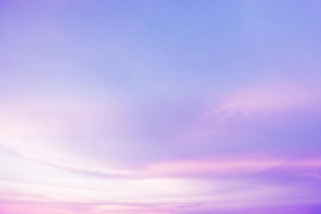 柔らかい曇りはグラデーションパステル背景です。 Premium写真