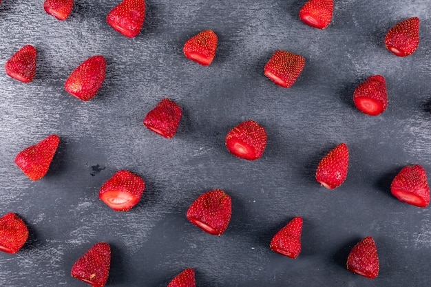 Some strawberries on dark table, pattern composition Free Photo