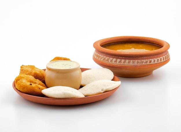 South indian popular breakfast idli, vada, sambar or chutney Premium Photo