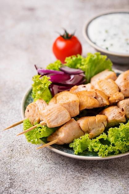 伝統的なギリシャの肉串焼きsouvlaki Premium写真