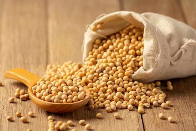 醤油とフローリングの大豆醤油食品栄養の概念。 無料写真
