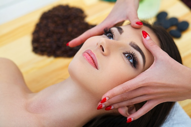 Spa. beautiful young woman getting a face treatment at beauty salon. Premium Photo