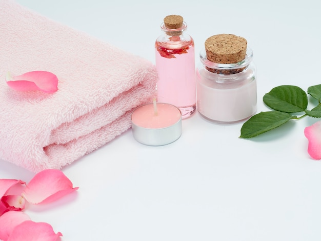 Spa set of rose oil and scented candles Premium Photo