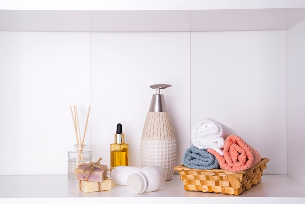 Spa and wellness setting with towels. dayspa nature products Premium Photo