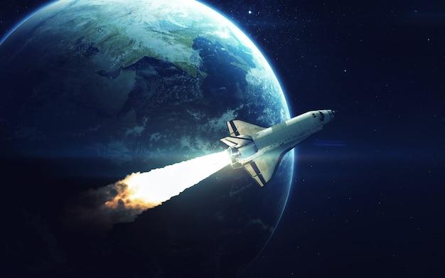 Space shuttle orbiting earth planet Premium Photo