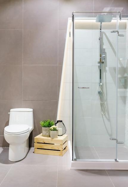 Spacious and bright modern bathroom interior with white walls Premium Photo