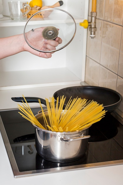 Spaghetti in the cooking pot on the electric gas Free Photo