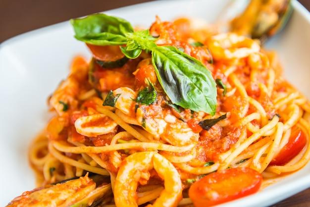Spaghetti seafood Free Photo