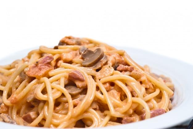 Spaghetti with mushrooms Premium Photo