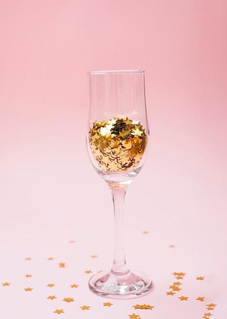テーブル上のガラスのスターspangles 無料写真