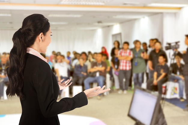Speaker at conference and presentation Premium Photo