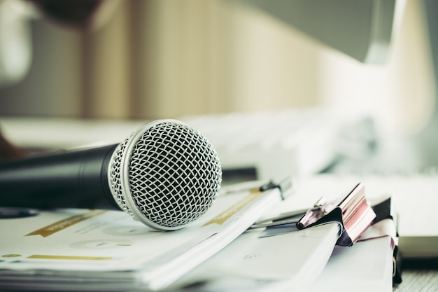 Speaker hold microphone with paper document at seminar for speaking or lecture at classroom Premium Photo