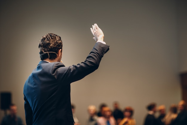 Speaker on stage in business conference. Premium Photo