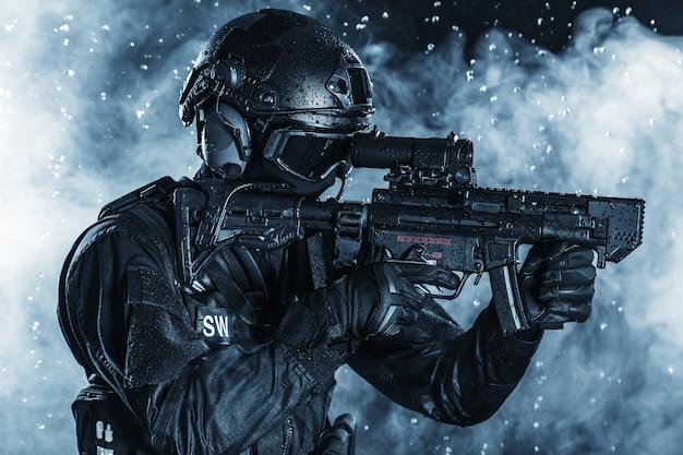 Spec ops police officer swat Premium Photo