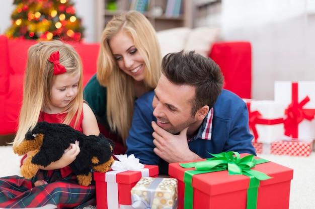 Проведение рождества с семьей Бесплатные Фотографии