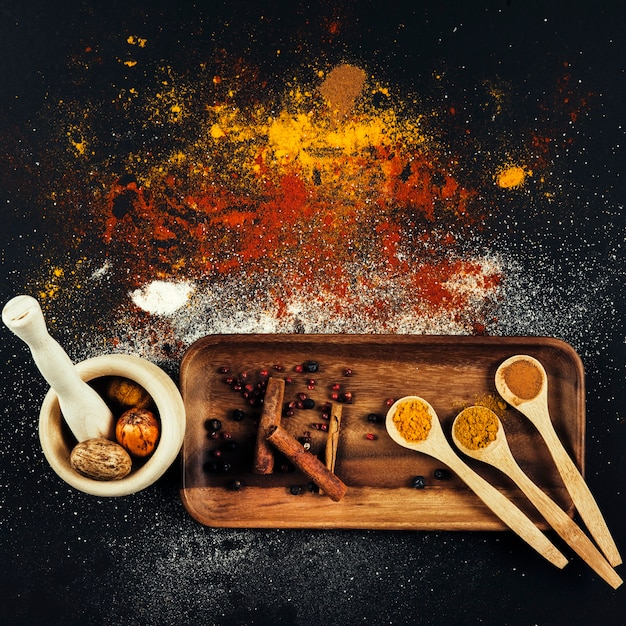 Spices composition with cinnamon and curry Free Photo