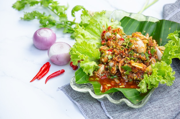 Insalata di ostriche fresca piccante e ingredienti alimentari tailandesi. Foto Gratuite
