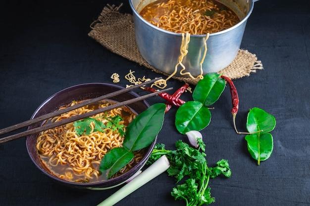 Spicy instant noodles soup cooking Premium Photo