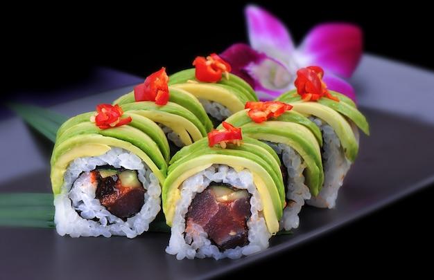 Spicy maki sushi roll with avocado Premium Photo