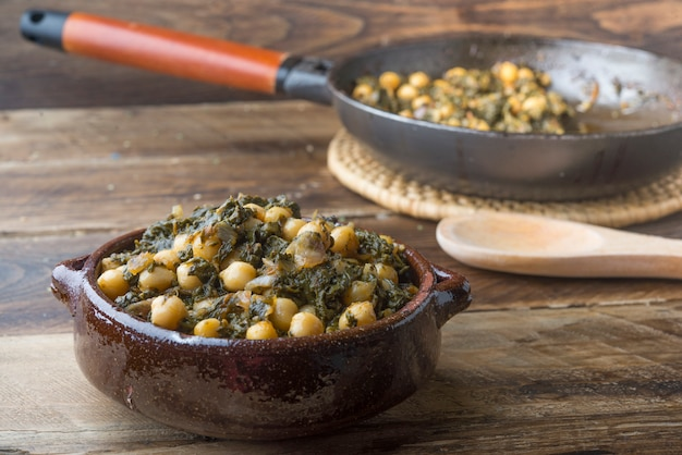 Spinach and chickpeas (potaje) Premium Photo