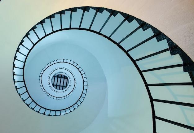 Спиральные шаги к вершине Premium Фотографии