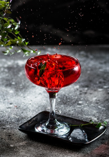 Splash photography of cocktail Premium Photo