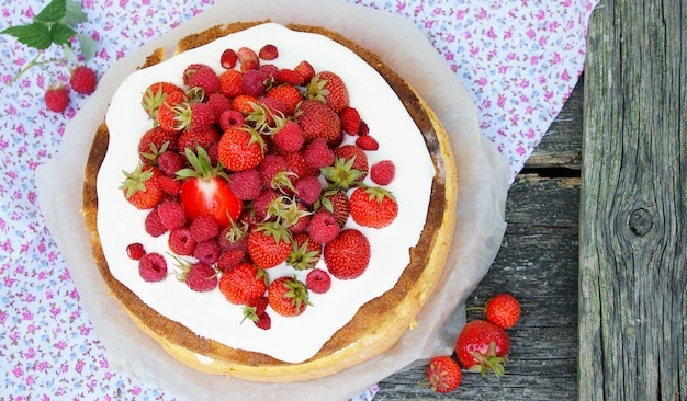 Sponge cake with fresh ripe strawberries with cream Premium Photo