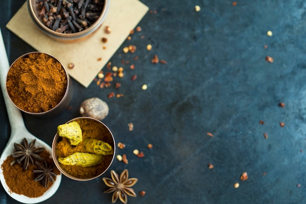 Spoon and tins with spices Free Photo