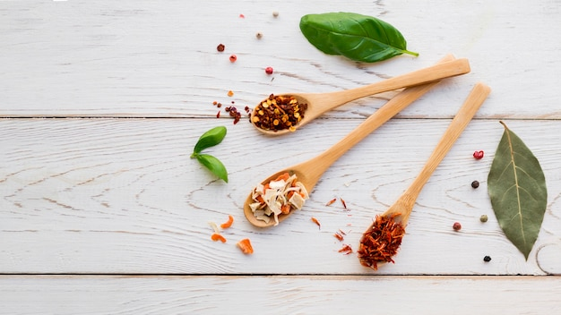 Spoons full spices with dry leaves Free Photo