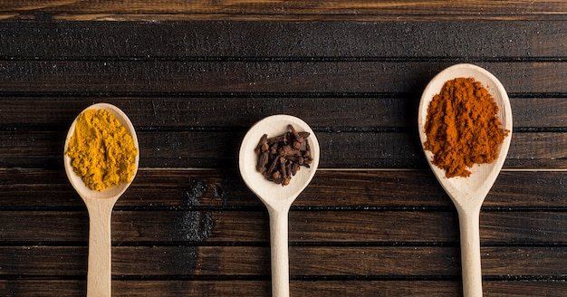 Spoons with fresh spices Free Photo