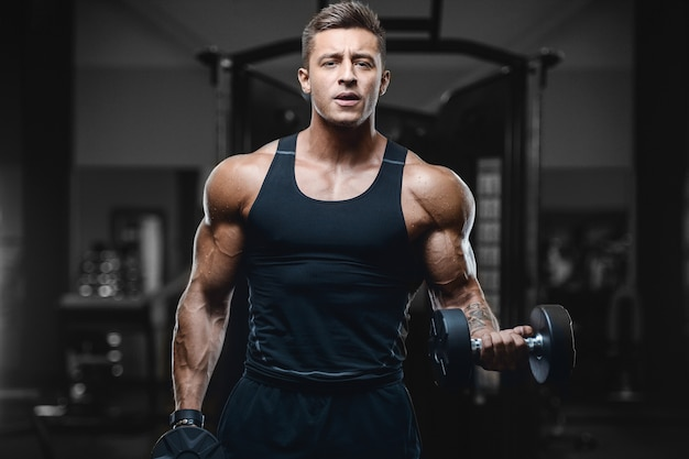 Sport muscular fitness man working out at the gym Premium Photo
