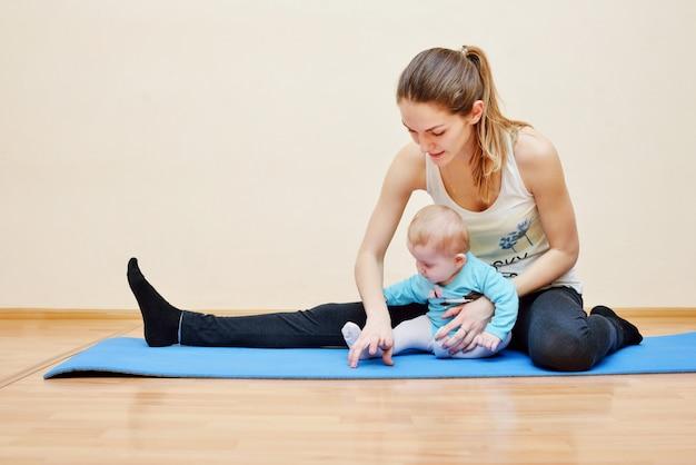 아기와 함께 스포츠 프리미엄 사진