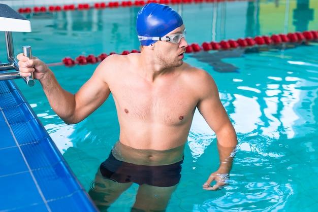 Sportive man preparing to swim Free Photo