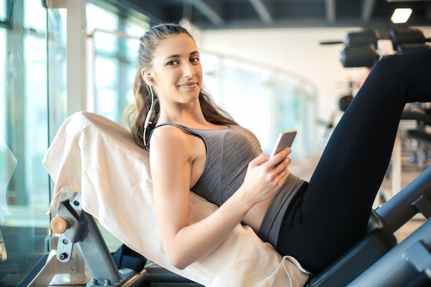 Sportive woman training in the gym Premium Photo