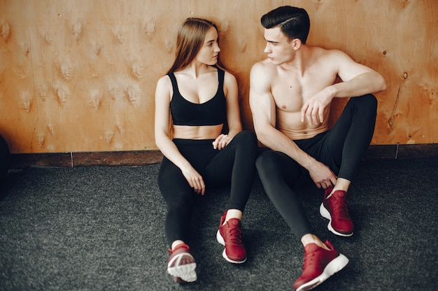 Sports couple in a morning gym Free Photo