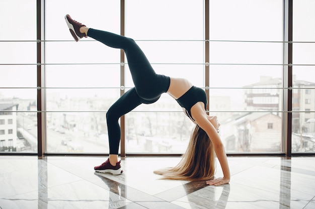 Sports girl in a morning gym Free Photo