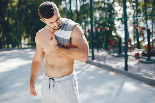 Sports man in a morning summer park Free Photo