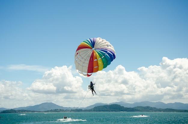 Sports parasailing Premium Photo