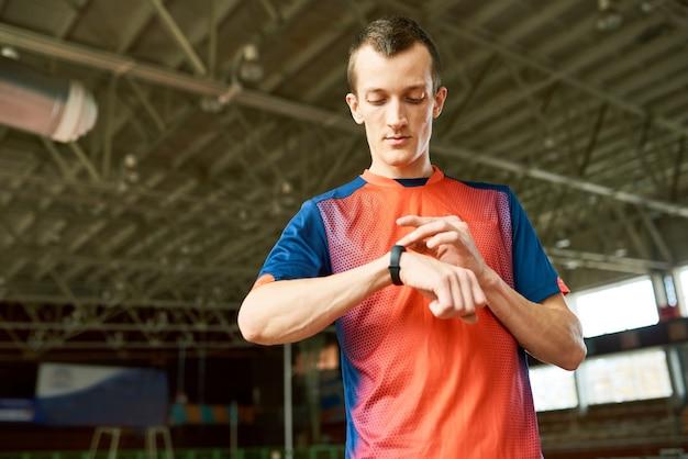スポーツマンチェックフィットネストラッカー Premium写真