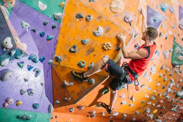 Sportsman climbing wall Premium Photo