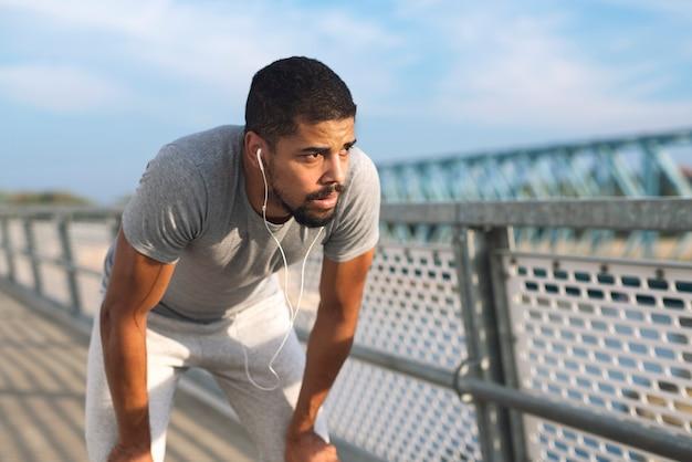 Спортсмен получает мотивацию к тренировкам Бесплатные Фотографии