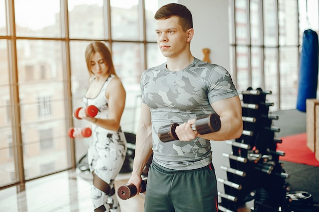 Sporty couple in a gym Free Photo