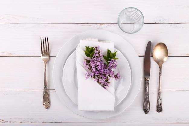 Spring festive table setting Premium Photo