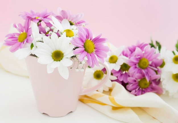 Springtime concept with flowers in a vase Free Photo