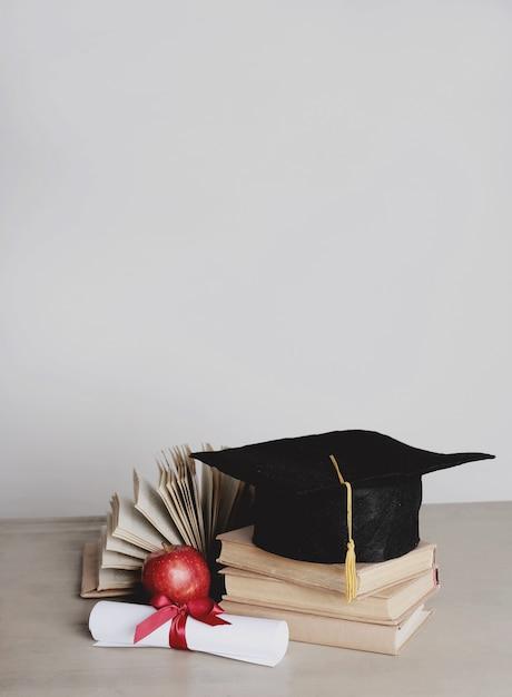 Square academic hat Free Photo